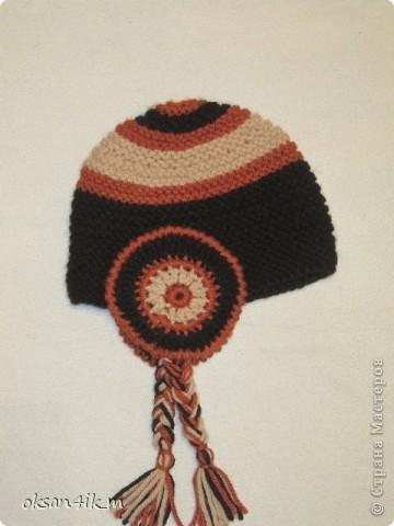 Увидела в магазине вот такую шапочку, но она была без шарфа и другой расцветки.Рассмотрела ее как следует, сфотографировала...и вот результат!да еще и с шарфиком!  И намного дешевле получилось. фото 2