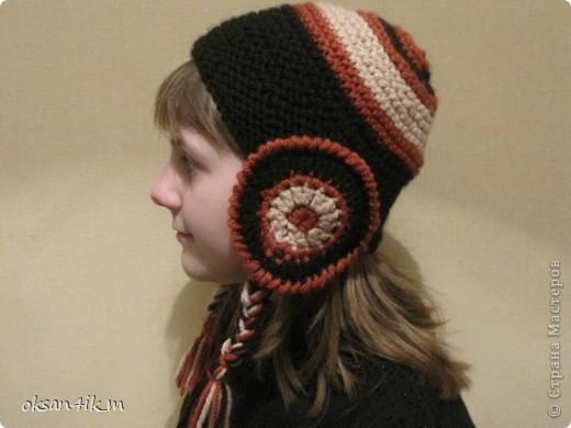 Увидела в магазине вот такую шапочку, но она была без шарфа и другой расцветки.Рассмотрела ее как следует, сфотографировала...и вот результат!да еще и с шарфиком!  И намного дешевле получилось. фото 4