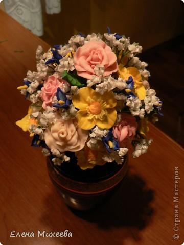 Давно хотела попробовать сделать цветы из пластика. Вынашивала эту идею долго, все ждала подходящего настроения... И вот это случилось!!! Сделала этот букетик за один день! Ну очень захотелось!!! фото 1