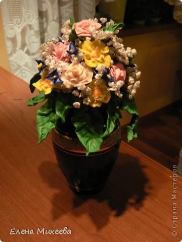 Давно хотела попробовать сделать цветы из пластика. Вынашивала эту идею долго, все ждала подходящего настроения... И вот это случилось!!! Сделала этот букетик за один день! Ну очень захотелось!!! фото 2