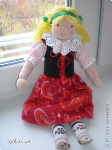 Кукла Марта. Не очень пропорциональна получилась. Дочка любит ее, спит с ней. Кукла тепленькая внутри шерстяная. фото 1