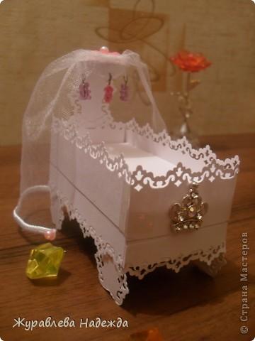 вот ребенок попрасил сделать маленькую кроватку , для куколок,Сделала, теперь требует всю спальню сделать, зеркало, стол, стулья. фото 1