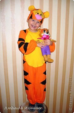 В этом году сынок пожелал быть Тигренком на новогоднем карнавале. Сшила вот такой костюмчик.