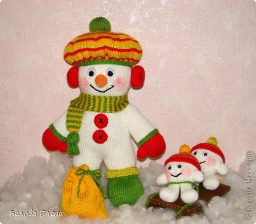 Снеговик и малыши-снежки. фото 2