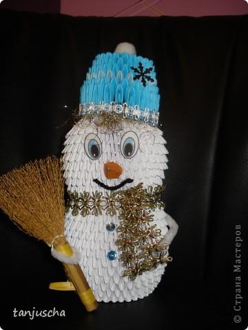 Сделала старшей дочке в школу снеговичка для украшения класса. Младшая дочка требует двойника.  фото 1