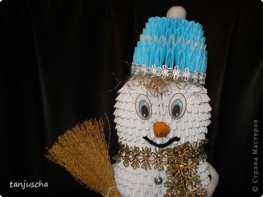 Сделала старшей дочке в школу снеговичка для украшения класса. Младшая дочка требует двойника.  фото 3