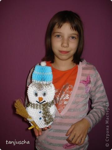 Сделала старшей дочке в школу снеговичка для украшения класса. Младшая дочка требует двойника.  фото 4