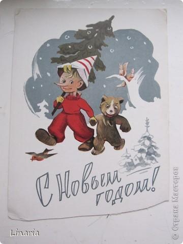 на днях разбирала новогодние открытки и решила поделиться с вами самыми старыми из моих запасов. Начну с двух старинных. Им почти 100 лет. Напечатаны в Германии (специально для России) в начале прошлого века. На почтовых штемпелях 1912 и 1913 г.г.Авторы рисунков не указаны. Эти открытки подарила моей бабушке ее подруга, когда им было по 10 лет, так что в нашей семье они храняться уже более 75-и лет. фото 12