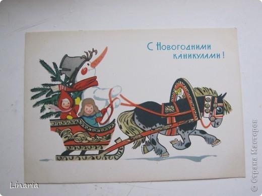 на днях разбирала новогодние открытки и решила поделиться с вами самыми старыми из моих запасов. Начну с двух старинных. Им почти 100 лет. Напечатаны в Германии (специально для России) в начале прошлого века. На почтовых штемпелях 1912 и 1913 г.г.Авторы рисунков не указаны. Эти открытки подарила моей бабушке ее подруга, когда им было по 10 лет, так что в нашей семье они храняться уже более 75-и лет. фото 15