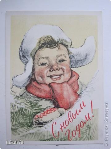 на днях разбирала новогодние открытки и решила поделиться с вами самыми старыми из моих запасов. Начну с двух старинных. Им почти 100 лет. Напечатаны в Германии (специально для России) в начале прошлого века. На почтовых штемпелях 1912 и 1913 г.г.Авторы рисунков не указаны. Эти открытки подарила моей бабушке ее подруга, когда им было по 10 лет, так что в нашей семье они храняться уже более 75-и лет. фото 5