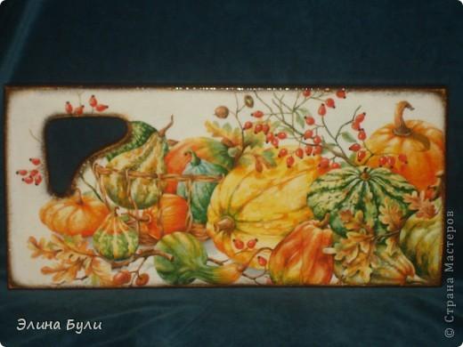 """Кухонная досточка """"Осенний урожай"""". Использованы салфетка, деревянная доска,ПВА,стекловидный лак фото 2"""