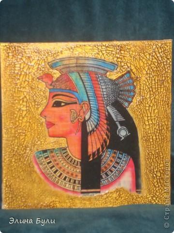 """Панно """"Клеопатра"""" для его изготовления я использовала холст на картоне (уже готовый),декупажную карту,золотой фацетный лак, в трещины затерла коричневую маслянную краску, всю работу покрыла матовым акриловым лаком. фото 1"""