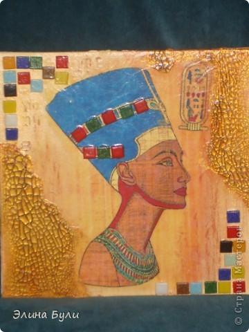 """Панно """"Клеопатра"""" для его изготовления я использовала холст на картоне (уже готовый),декупажную карту,золотой фацетный лак, в трещины затерла коричневую маслянную краску, всю работу покрыла матовым акриловым лаком. фото 2"""