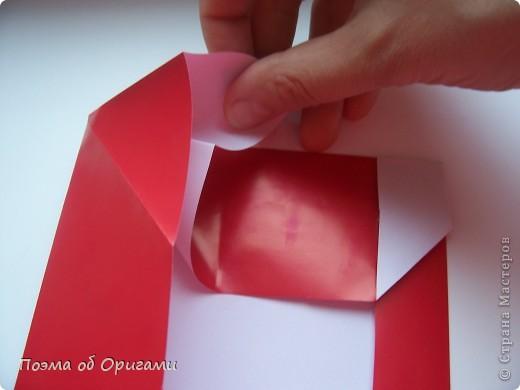 Автор выразительной модели Санты – Сано Сакаи из Японии. Я дополнила эту фигурку сложенной салфеткой и красным носом. В этом случае, персонаж стал чуть больше походить на нашего Деда Мороза. Для модели Деда Мороза и моделей оленей использованы  квадраты одинаковой величины. А вот для коробочек понадобятся квадраты ¼ от такого же размера. фото 10