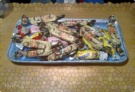 Сделала из обычной тарелочки из-под яблок))) В технике декупаж, украсила акриловыми красками. фото 3