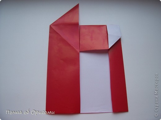 Автор выразительной модели Санты – Сано Сакаи из Японии. Я дополнила эту фигурку сложенной салфеткой и красным носом. В этом случае, персонаж стал чуть больше походить на нашего Деда Мороза. Для модели Деда Мороза и моделей оленей использованы  квадраты одинаковой величины. А вот для коробочек понадобятся квадраты ¼ от такого же размера. фото 11