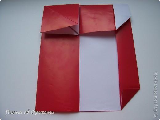 Автор выразительной модели Санты – Сано Сакаи из Японии. Я дополнила эту фигурку сложенной салфеткой и красным носом. В этом случае, персонаж стал чуть больше походить на нашего Деда Мороза. Для модели Деда Мороза и моделей оленей использованы  квадраты одинаковой величины. А вот для коробочек понадобятся квадраты ¼ от такого же размера. фото 14