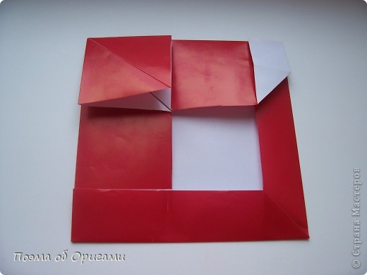 Автор выразительной модели Санты – Сано Сакаи из Японии. Я дополнила эту фигурку сложенной салфеткой и красным носом. В этом случае, персонаж стал чуть больше походить на нашего Деда Мороза. Для модели Деда Мороза и моделей оленей использованы  квадраты одинаковой величины. А вот для коробочек понадобятся квадраты ¼ от такого же размера. фото 15