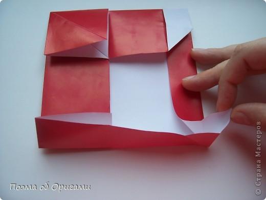 Автор выразительной модели Санты – Сано Сакаи из Японии. Я дополнила эту фигурку сложенной салфеткой и красным носом. В этом случае, персонаж стал чуть больше походить на нашего Деда Мороза. Для модели Деда Мороза и моделей оленей использованы  квадраты одинаковой величины. А вот для коробочек понадобятся квадраты ¼ от такого же размера. фото 16