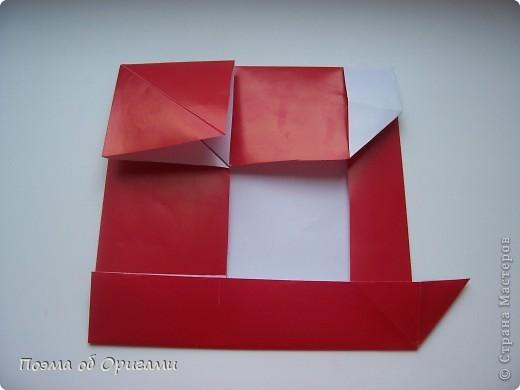 Автор выразительной модели Санты – Сано Сакаи из Японии. Я дополнила эту фигурку сложенной салфеткой и красным носом. В этом случае, персонаж стал чуть больше походить на нашего Деда Мороза. Для модели Деда Мороза и моделей оленей использованы  квадраты одинаковой величины. А вот для коробочек понадобятся квадраты ¼ от такого же размера. фото 17