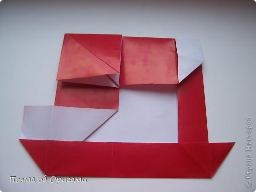 Автор выразительной модели Санты – Сано Сакаи из Японии. Я дополнила эту фигурку сложенной салфеткой и красным носом. В этом случае, персонаж стал чуть больше походить на нашего Деда Мороза. Для модели Деда Мороза и моделей оленей использованы  квадраты одинаковой величины. А вот для коробочек понадобятся квадраты ¼ от такого же размера. фото 18