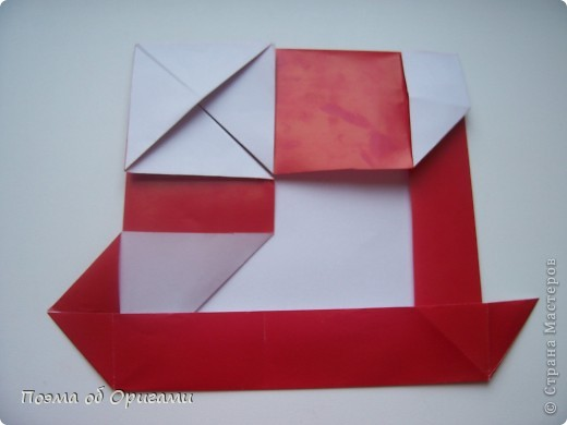Автор выразительной модели Санты – Сано Сакаи из Японии. Я дополнила эту фигурку сложенной салфеткой и красным носом. В этом случае, персонаж стал чуть больше походить на нашего Деда Мороза. Для модели Деда Мороза и моделей оленей использованы  квадраты одинаковой величины. А вот для коробочек понадобятся квадраты ¼ от такого же размера. фото 20