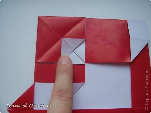 Автор выразительной модели Санты – Сано Сакаи из Японии. Я дополнила эту фигурку сложенной салфеткой и красным носом. В этом случае, персонаж стал чуть больше походить на нашего Деда Мороза. Для модели Деда Мороза и моделей оленей использованы  квадраты одинаковой величины. А вот для коробочек понадобятся квадраты ¼ от такого же размера. фото 21