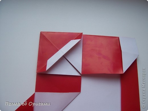 Автор выразительной модели Санты – Сано Сакаи из Японии. Я дополнила эту фигурку сложенной салфеткой и красным носом. В этом случае, персонаж стал чуть больше походить на нашего Деда Мороза. Для модели Деда Мороза и моделей оленей использованы  квадраты одинаковой величины. А вот для коробочек понадобятся квадраты ¼ от такого же размера. фото 22