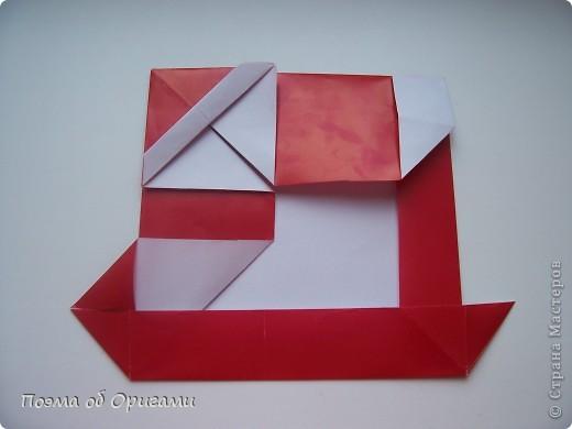 Автор выразительной модели Санты – Сано Сакаи из Японии. Я дополнила эту фигурку сложенной салфеткой и красным носом. В этом случае, персонаж стал чуть больше походить на нашего Деда Мороза. Для модели Деда Мороза и моделей оленей использованы  квадраты одинаковой величины. А вот для коробочек понадобятся квадраты ¼ от такого же размера. фото 23