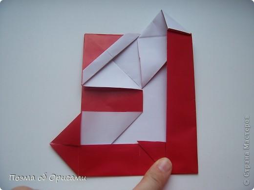 Автор выразительной модели Санты – Сано Сакаи из Японии. Я дополнила эту фигурку сложенной салфеткой и красным носом. В этом случае, персонаж стал чуть больше походить на нашего Деда Мороза. Для модели Деда Мороза и моделей оленей использованы  квадраты одинаковой величины. А вот для коробочек понадобятся квадраты ¼ от такого же размера. фото 25