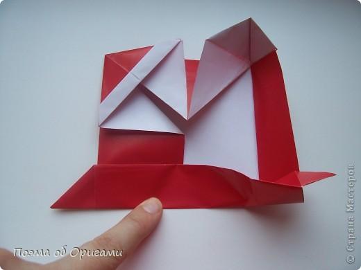 Автор выразительной модели Санты – Сано Сакаи из Японии. Я дополнила эту фигурку сложенной салфеткой и красным носом. В этом случае, персонаж стал чуть больше походить на нашего Деда Мороза. Для модели Деда Мороза и моделей оленей использованы  квадраты одинаковой величины. А вот для коробочек понадобятся квадраты ¼ от такого же размера. фото 26