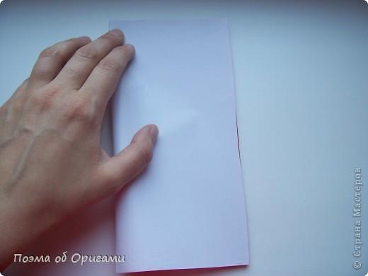 Автор выразительной модели Санты – Сано Сакаи из Японии. Я дополнила эту фигурку сложенной салфеткой и красным носом. В этом случае, персонаж стал чуть больше походить на нашего Деда Мороза. Для модели Деда Мороза и моделей оленей использованы  квадраты одинаковой величины. А вот для коробочек понадобятся квадраты ¼ от такого же размера. фото 3