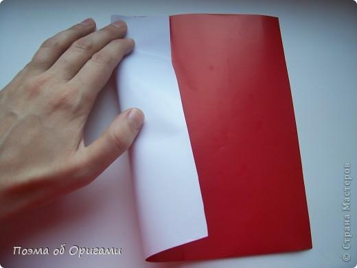 Автор выразительной модели Санты – Сано Сакаи из Японии. Я дополнила эту фигурку сложенной салфеткой и красным носом. В этом случае, персонаж стал чуть больше походить на нашего Деда Мороза. Для модели Деда Мороза и моделей оленей использованы  квадраты одинаковой величины. А вот для коробочек понадобятся квадраты ¼ от такого же размера. фото 4