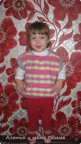 Вязаная безрукавка для дочурки. фото 2