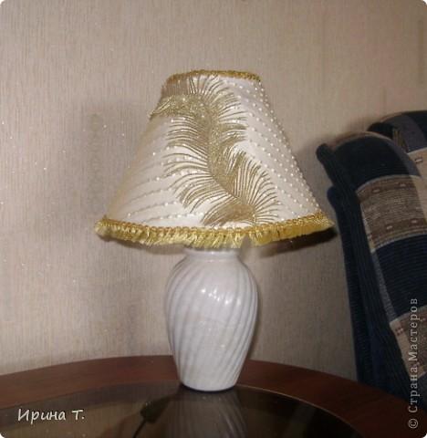 абажур сделан из остактов тюли,кружева и декоративных ветвей. фото 3