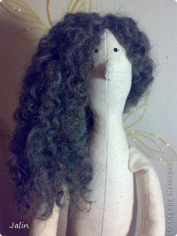 Когда я начала шить кукол, в какой-то момент передо мной встал вопрос: как быстро сделать красивые, роскошные кудряшки. Перепробовала множество способов и остановилась на этом. Может быть, кому-то пригодится мой мини-мк) Предупреждаю, здесь речь пойдет только о том, как сделать сами волосы, а не прически ) Для этого способа понадобится элементарное владение спицами фото 11