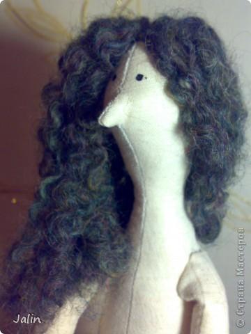 Когда я начала шить кукол, в какой-то момент передо мной встал вопрос: как быстро сделать красивые, роскошные кудряшки. Перепробовала множество способов и остановилась на этом. Может быть, кому-то пригодится мой мини-мк) Предупреждаю, здесь речь пойдет только о том, как сделать сами волосы, а не прически ) Для этого способа понадобится элементарное владение спицами фото 12