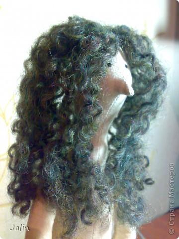 Когда я начала шить кукол, в какой-то момент передо мной встал вопрос: как быстро сделать красивые, роскошные кудряшки. Перепробовала множество способов и остановилась на этом. Может быть, кому-то пригодится мой мини-мк) Предупреждаю, здесь речь пойдет только о том, как сделать сами волосы, а не прически ) Для этого способа понадобится элементарное владение спицами фото 15