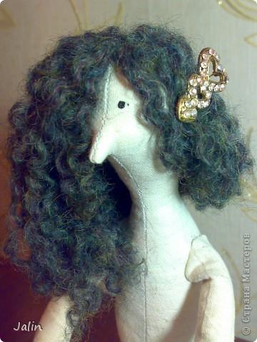 Когда я начала шить кукол, в какой-то момент передо мной встал вопрос: как быстро сделать красивые, роскошные кудряшки. Перепробовала множество способов и остановилась на этом. Может быть, кому-то пригодится мой мини-мк) Предупреждаю, здесь речь пойдет только о том, как сделать сами волосы, а не прически ) Для этого способа понадобится элементарное владение спицами фото 1