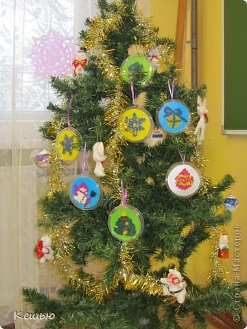 """наши новогодние """"шарики""""  Выполнены умственно отсталыми детками 2 класса под моим руководством) фото 1"""