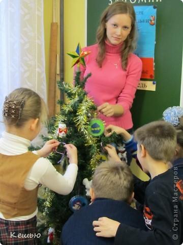 """наши новогодние """"шарики""""  Выполнены умственно отсталыми детками 2 класса под моим руководством) фото 4"""