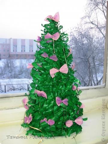 Ёлочка-красавица выполнена из крашеных стружек))) фото 1