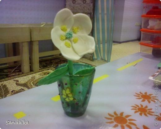 Цветок, стебель, лист. Ваза затонирована мраморными красками и расписана витражами. 9 лет ребенку! фото 1