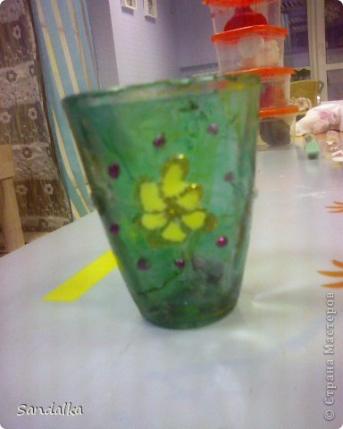 Цветок, стебель, лист. Ваза затонирована мраморными красками и расписана витражами. 9 лет ребенку! фото 2