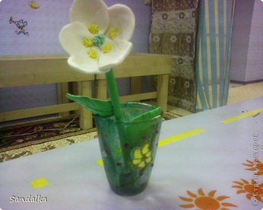 Цветок, стебель, лист. Ваза затонирована мраморными красками и расписана витражами. 9 лет ребенку! фото 3