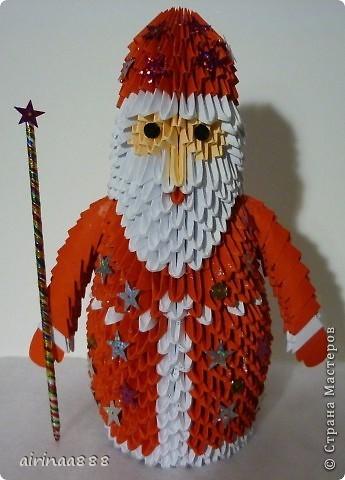 Дед Мороз с подарками под елкой фото 2