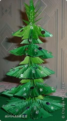 Дед Мороз с подарками под елкой фото 3