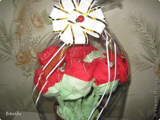 Розы из конфет и салфеток фото 1