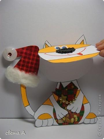 Продолжаем новогоднюю серию открыток. Ребёнок в ударе, решила всем наделать открыток. Эта очень похожа на нашего кота Филимона. фото 2