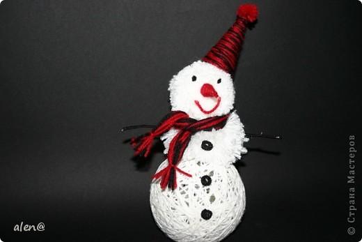 вот такой снеговичок получился из ниток. фото 4